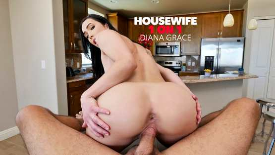 [HouseWife 1 On 1] Diana Grace Helps Husband Relieve Stress Before Heading Off To Work 26089