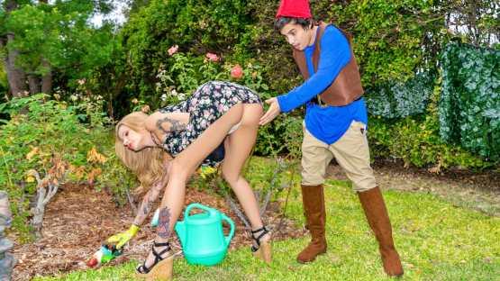 [Lil Humpers] Joslyn James: Lil Lawn Gnome