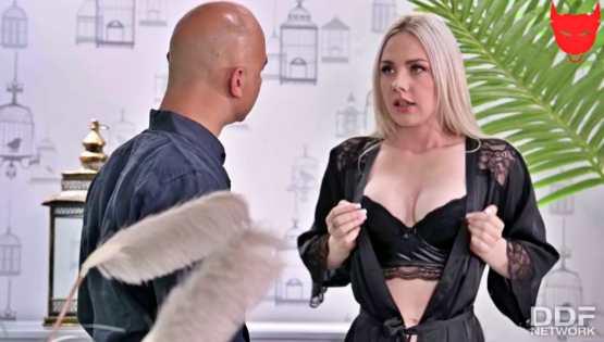 [Hands On Hardcore] Angie Lynx: Blonde's Anal Needs Met