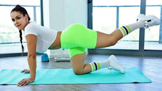 [MILF Body] Miss Raquel: Gym Partner