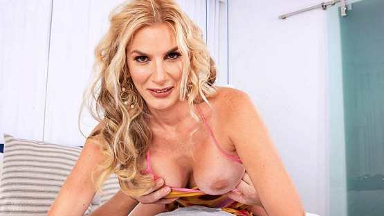 [Scoreland] Lexi Sapphire: Lexi Fucks Her Daughters Boyfriend – 40 Something Mag