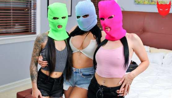 [BFFs] Roxy Rain, Paisley Paige, Serena Santos: Even Black Friday Comes With A Price (HD/2020)