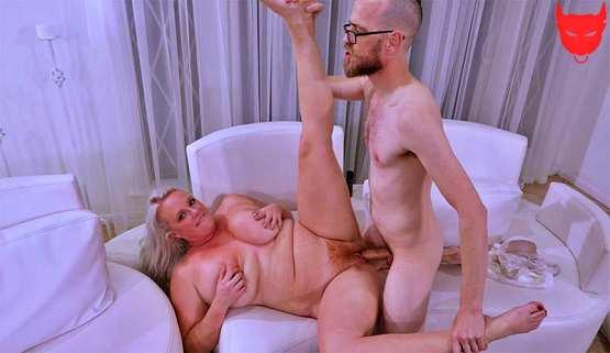 [XL Girls] Cameron Skye: Cameron Skye Worships The Cock
